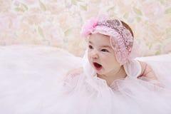 Portrait de baîllement mignon de bébé Photos stock