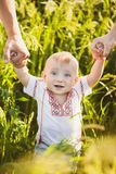 Portrait de bébé infantile ukrainien ethnique photos libres de droits