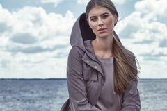 Portrait de beau modèle parfait sexy de femme de mode Photo stock