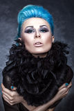Portrait de beauté d'une fille avec les cheveux bleus. Photos stock
