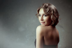 Portrait de beauté de concept Modèle de brune Femme de portrait de la jeunesse et de la peau Care Photo stock