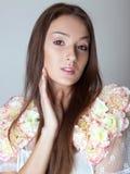 Portrait de beauté de fille sensuelle de brune. Photographie stock