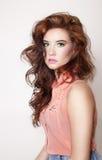Portrait de beauté de fille sensuelle de brune. Images libres de droits