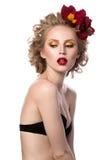 Portrait de beauté de jeune fille blonde attirante Photographie stock libre de droits