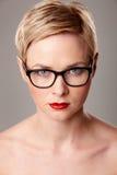 Portrait de beauté en verres image stock