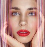 Portrait de beauté de jeune femme sexy avec les lèvres rouges photos stock