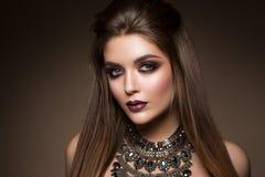 Portrait de beauté de modèle avec le maquillage naturel Photo stock