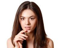 Portrait de beaut? d'une jeune belle fille de brune avec les yeux bruns et longs les cheveux d?bordants droits d'isolement sur le images libres de droits
