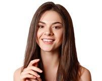 Portrait de beaut? d'une jeune belle fille de brune avec les yeux bruns et longs les cheveux d?bordants droits d'isolement sur le photo stock
