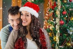 Portrait de beaux couples au temps de Noël Photos libres de droits
