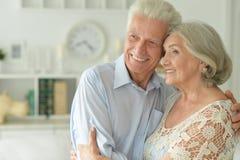Portrait de beaux couples supérieurs heureux Photos stock