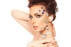 Portrait de belle brune avec des diamants sur son visage Image libre de droits
