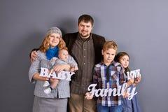 Portrait de belle famille européenne photo libre de droits