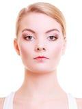 Portrait de belle femme blonde de fille avec le symbole d'amour de coeur sur des lèvres Photographie stock libre de droits