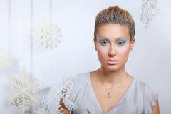 Portrait de belle femme, d'isolement sur le fond gris Image libre de droits