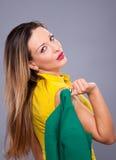 Portrait de belle femme dans la robe jaune Photo stock