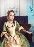 Portrait de belle femme dans la robe médiévale images stock