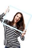 Portrait de belle femme de sourire dans des vêtements modernes de hippie d'isolement sur le blanc Photo libre de droits