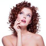Portrait de belle femme réfléchie Photographie stock libre de droits