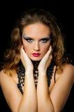 Portrait de belle fille avec le maquillage lumineux d'art de mode Images libres de droits