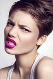 Portrait de belle fille avec les lèvres roses Image stock