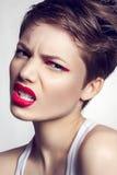 Portrait de belle fille avec les lèvres rouges Photos libres de droits