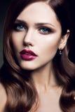 Portrait de belle fille avec les lèvres rouges Images libres de droits