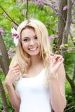 Portrait de belle fille heureuse photographie stock
