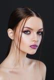 Portrait de belle fille sexy avec le plan rapproché lumineux de maquillage Photos stock