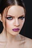 Portrait de belle fille sexy avec le plan rapproché lumineux de maquillage Photographie stock libre de droits