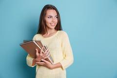 Portrait de belle jeune brune avec des carnets Images libres de droits