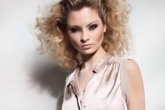Portrait de belle jeune femme Image libre de droits