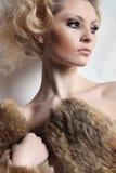 Portrait de belle jeune femme Photographie stock libre de droits