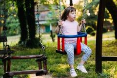 Portrait de belle petite fille avec syndrome de Down Image libre de droits
