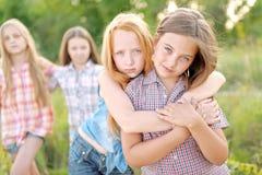 Portrait de belles amies joyeuses Image stock