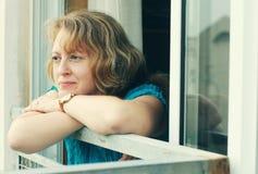 Portrait de belles 35 années de femme Photo libre de droits