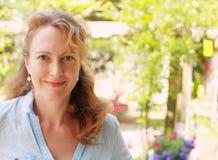 Portrait de belles vraies 40 années de femme Images libres de droits