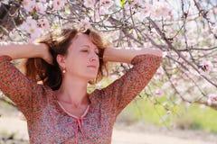 Portrait de belles vraies 40 années de femme Photos stock