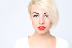 Portrait de blond avec le rouge à lèvres rouge images libres de droits