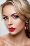 Portrait de charme de beau modèle de femme avec Photos stock