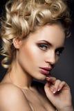 Portrait de charme de beau modèle de femme avec Photographie stock