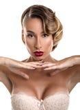 Portrait de charme de fille sexy dans la lingerie de dentelle Image libre de droits