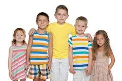 Portrait de cinq enfants gais Images stock
