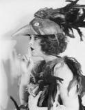 Portrait de costume de port d'oiseau de femme (toutes les personnes représentées ne sont pas plus long vivantes et aucun domaine  Image libre de droits
