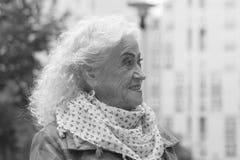 Portrait de dame âgée élégante dehors Rebecca 36 Photo stock
