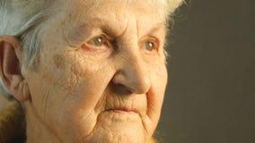 Portrait de dame âgée Plan rapproché banque de vidéos