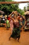 Portrait de danse de woodoo de danse de femme, Anfoin, Togo photographie stock