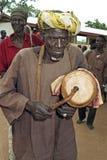 Portrait de demi musicien ghanéen aveugle supérieur Images stock