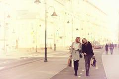 Portrait de deux amis dans la ville Images libres de droits