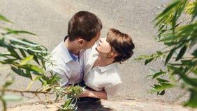 Portrait de deux beaux jeunes amants Image libre de droits